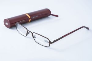 Очки в футляре (ручка средняя) 7812